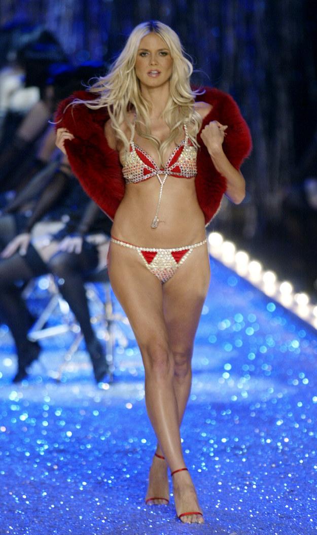 Siêu mẫu Heidi Klum mặc Fantasy Bra.