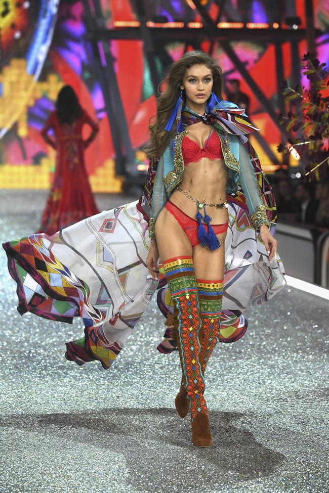 9 điều thú vị trong show diễn Victoria's Secret Show 2016