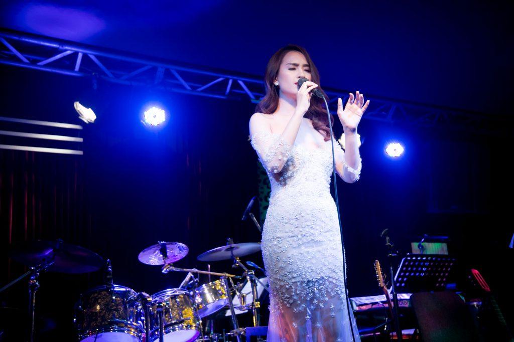 Ca sĩ Ái Phương ra mắt MV Nếu Anh Yêu Em - 06