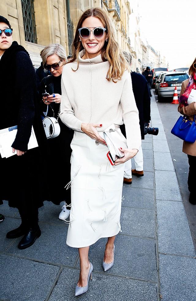 Kết hợp váy bút chì cùng áo sweater - elle vn