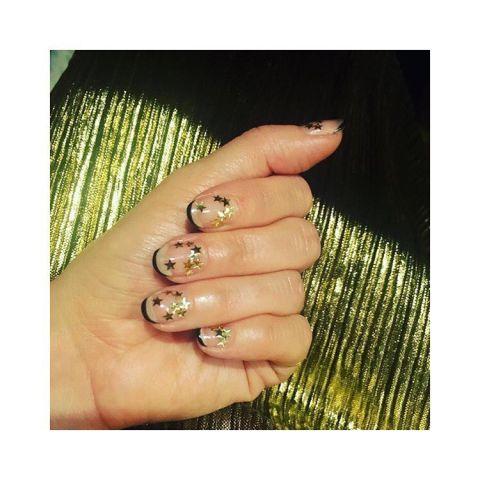12 mẫu vẽ móng tay cho tháng 12 thêm rực rỡ ELLE VN