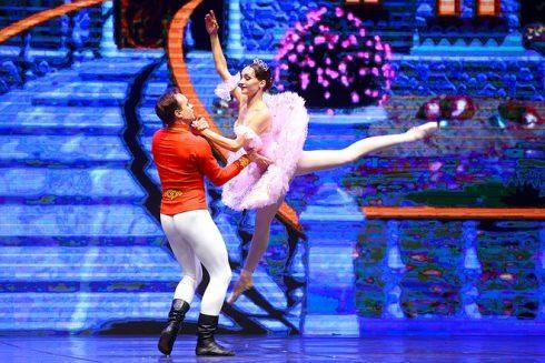 những màn múa đôi đầy thăng hoa của các nghệ sĩ đến từ Nhà hát Talarium Et Lux.