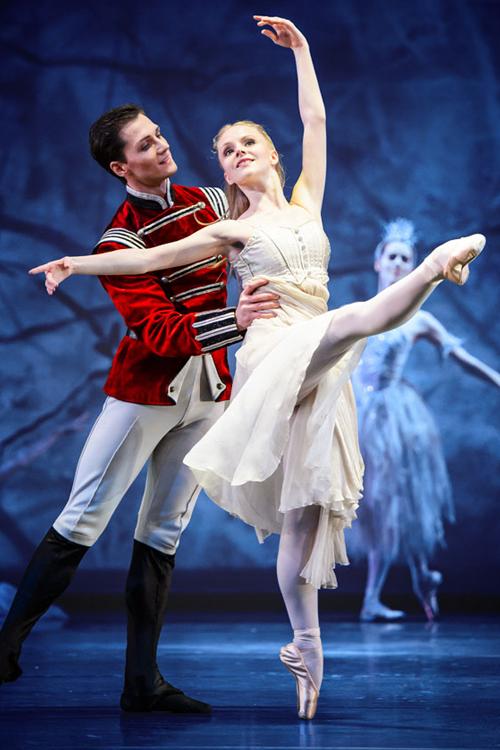 Kẹp Hạt Dẻ - Kết nối ballet cổ điển với công nghệ hiện đại