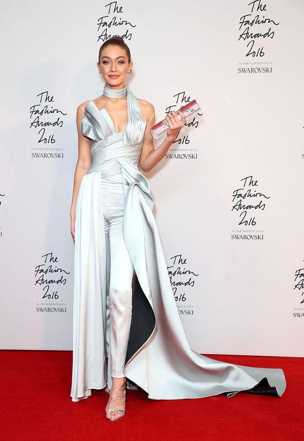 The Fashion Awards 2016: Gigi Hadid lên ngôi ''Siêu mẫu quốc tế''