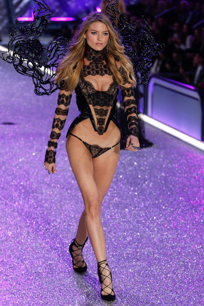 Hình ảnh Victoria's Secret Show đốt cháy mạng xã hội tuần qua ELLE VN