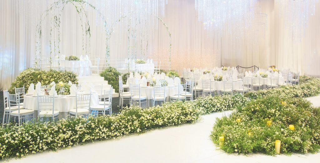 """Không gian tiệc cưới """"Valley of love"""" như thung lũng hoa thơ mộng do GEM Center thiết kế."""