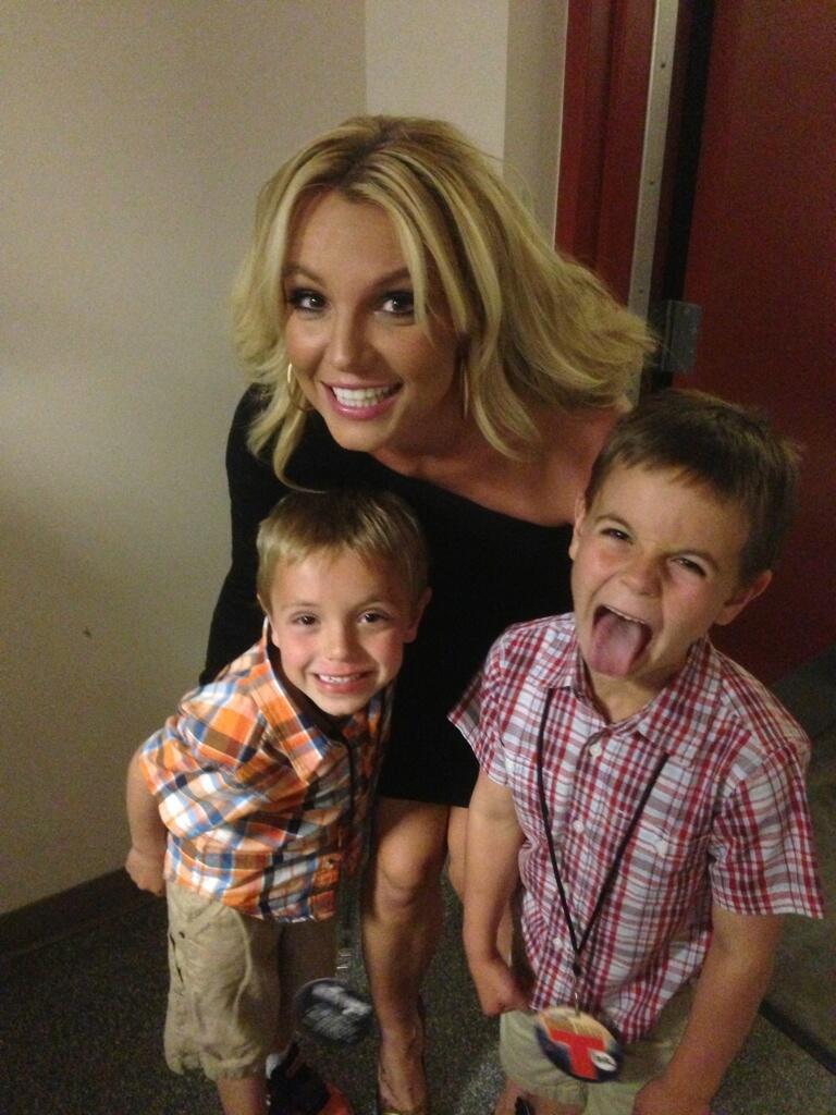 Ca sĩ Britney Spears và các con.