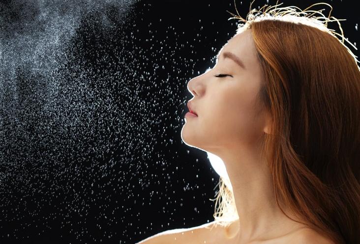 Bạn đã tận dụng nước xịt khoáng với 10 công dụng này chưa? ELLE VN