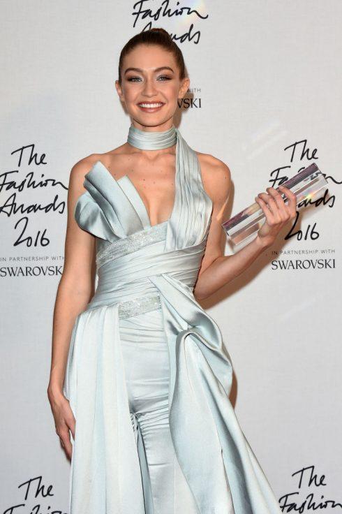 Gần đây cô vừa thắng giải Người mẫu của năm tại British Fashion Awards 2016