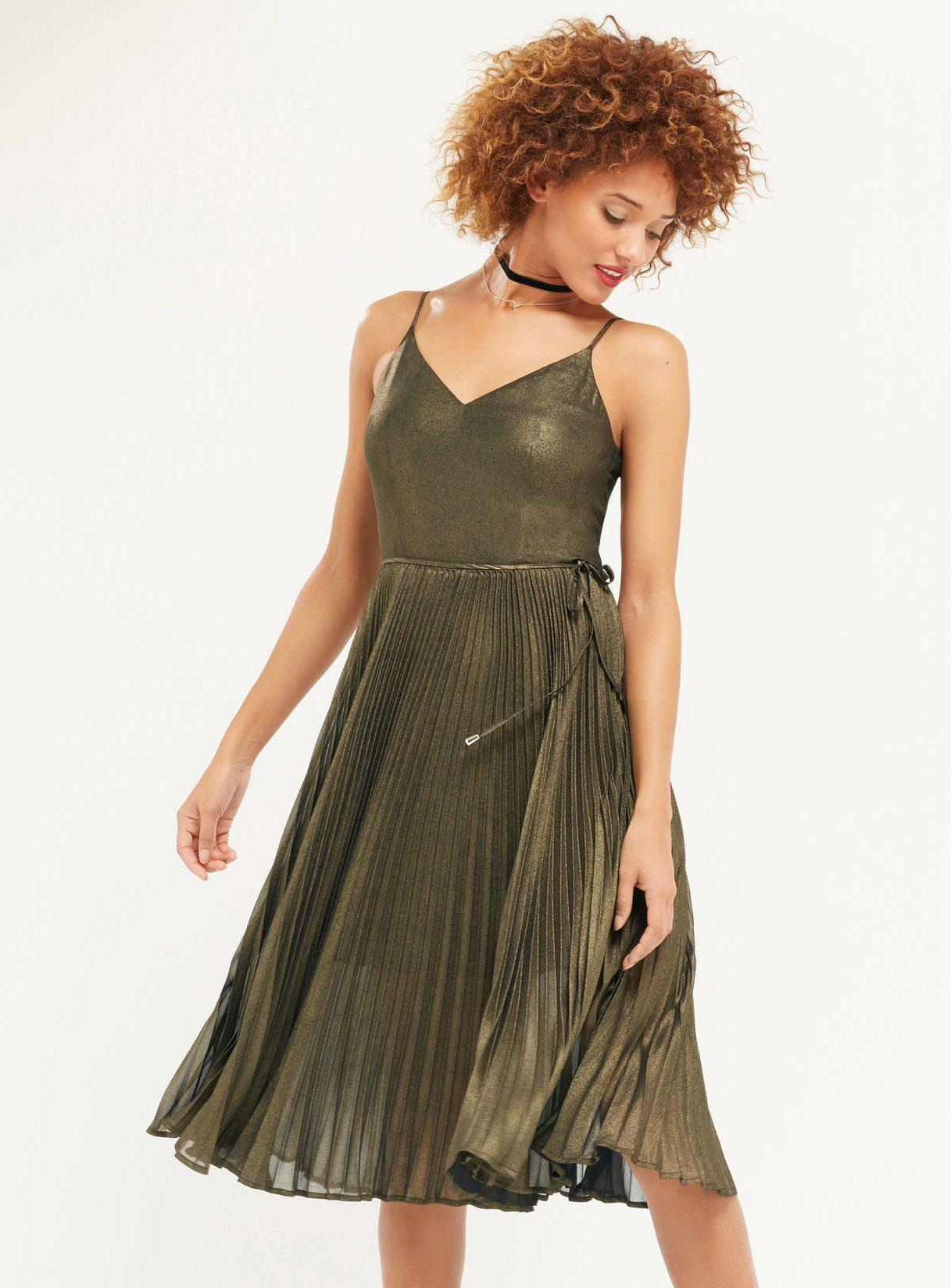 22 mẫu váy đẹp cho mùa Giáng sinh và năm mới - OASIS