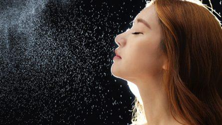 Cách sử dụng xịt khoáng và 10 công dụng của nước xịt khoáng