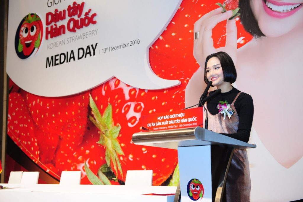 Miu Lê chia sẻ cô sẽ suy nghĩ để mang hình ảnh trái dâu tây Hàn Quốc vào trong MV mới của mình.