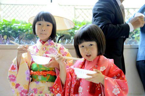 không chỉ cộng đồng người Nhật đang sinh sống trên địa bàn Thủ đô mà cả những người Việt Nam yêu mến xứ sở hoa anh đào.