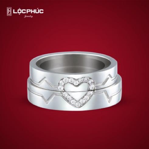 Một mảnh ghép sẽ luôn là khiếm khuyết không hoàn hảo. Chỉ khi kết đôi cặp nhẫn cưới nhau, Stand by me mới toát lên vẻ đẹp toàn diện và thanh thoát diệu kì