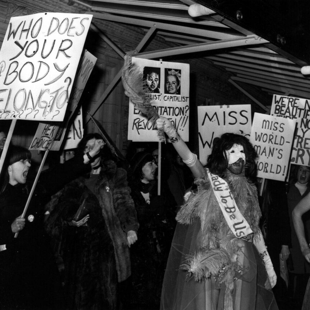 Đám đông biểu tình phản đối cuộc thi Hoa hậu Thế giới 1970.