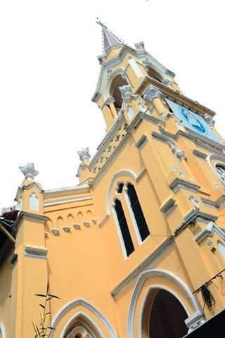 Nhà thờ Cha Tam và kiến trúc Gothic ở Chợ Lớn