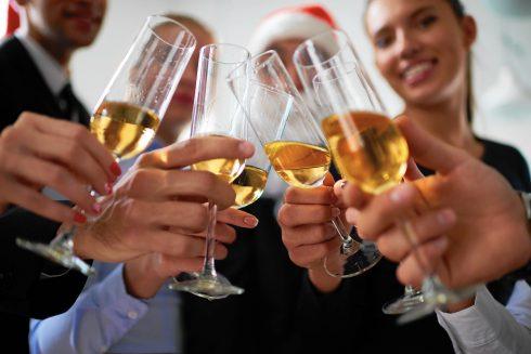 Những nguyên tắc giao tiếp khi tham dự buổi tiệc cuối năm ELLE VN