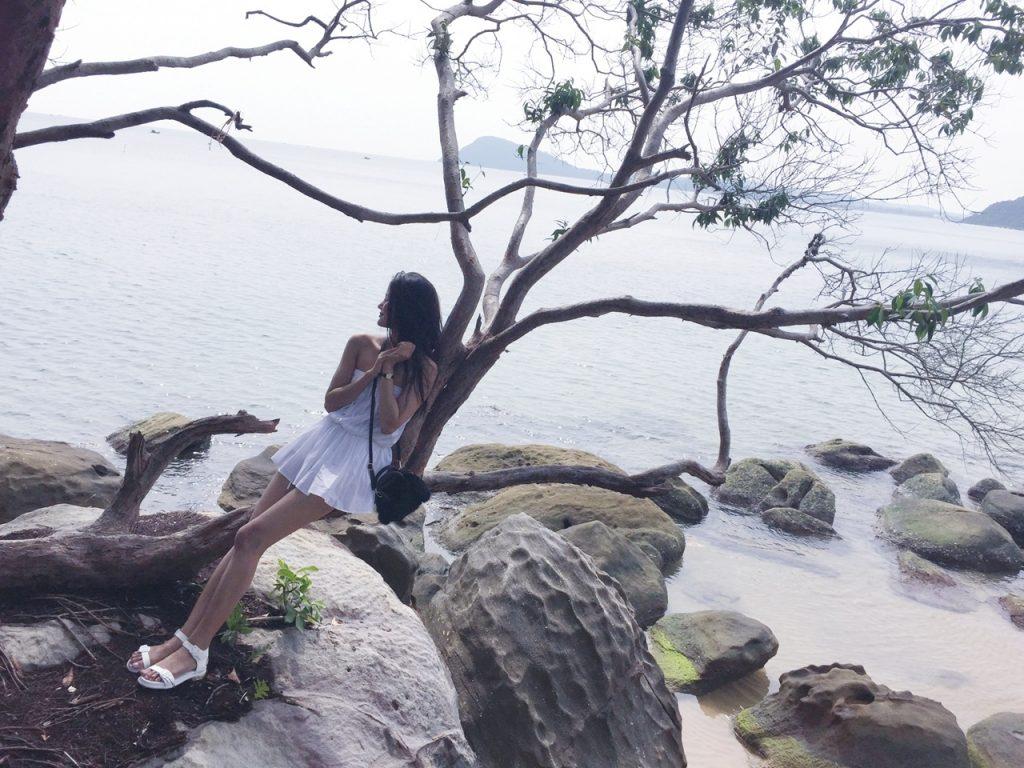 Quán quân Vietnam's Next Top Model – người quyến rũ gợi cảm, người thanh thoát tinh khôi khoe dáng trên bãi biển - 03
