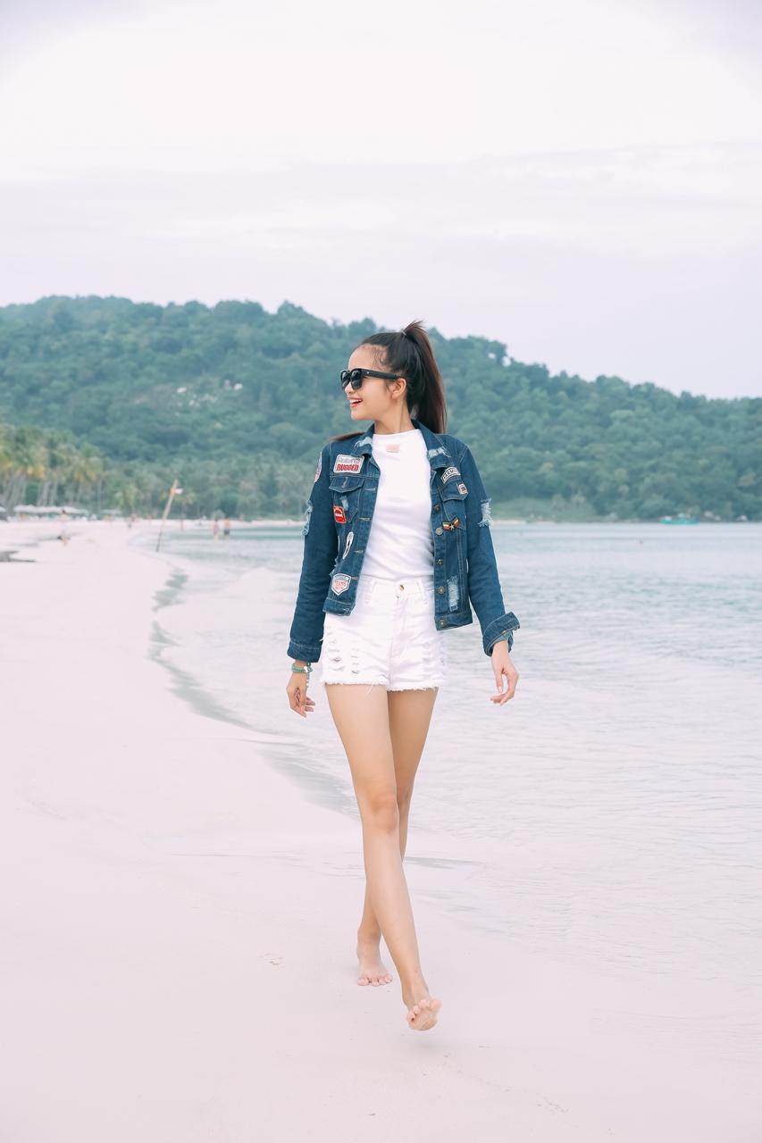 Quán quân Vietnam's Next Top Model – người quyến rũ gợi cảm, người thanh thoát tinh khôi khoe dáng trên bãi biển - 05