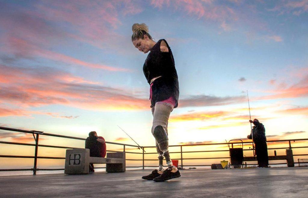 Kaitlyn Dobrow – Beauty Youtuber không tay không chân ELLE VN