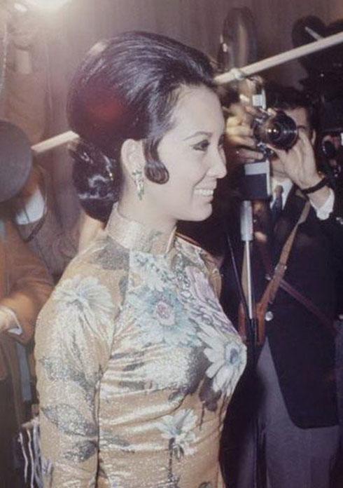 Ngắm nhan sắc không tuổi của của bà Đặng Tuyết Mai