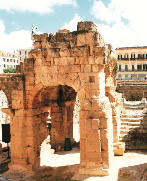 Người dân Lecce đi qua những kho báu khảo cổ học mỗi ngày