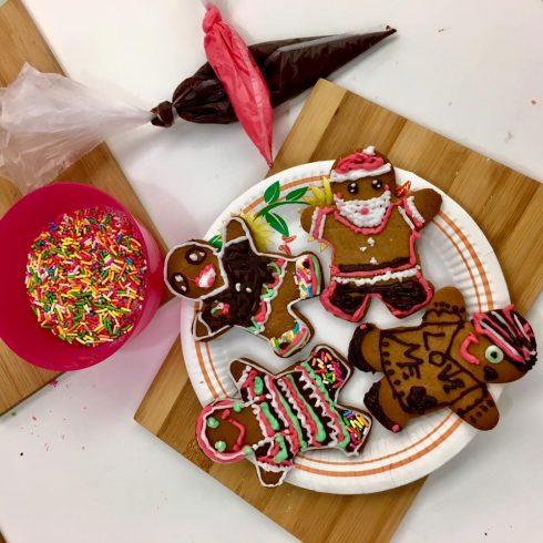 Hay tham gia vào những lớp học làm bánh kẹo, rồi cho ra những tác phẩm đáng yêu thế này đây.