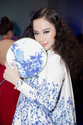 Phong cách thời trang của cô nàng Angela Phương Trinh những tháng cuối năm 2016