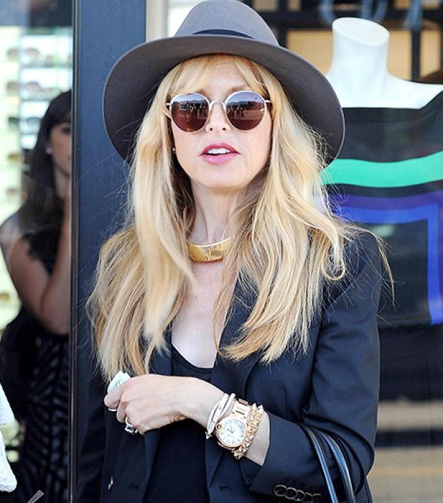 Stylist nổi tiếng thế giới Rachel Zoe choker kim loại bản lớn