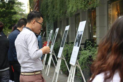 20 câu chuyện đời thường về tình cha con đã được ghi lại qua ống kính nhiếp ảnh của các bạn trẻ yêu nghệ thuật nhiếp ảnh Hà Nội.