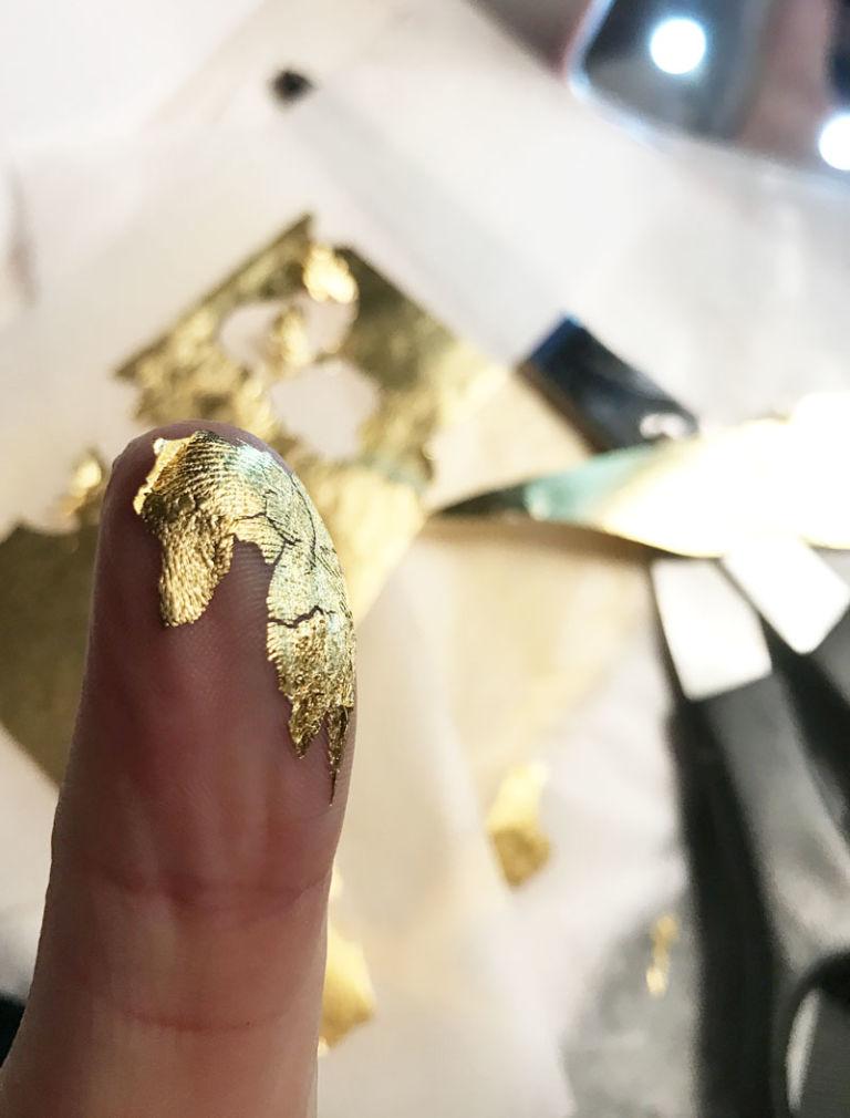Khám phá mặt nạ vàng 24K - bí quyết mới của các sao Victoria's Secret ELLE VN