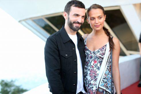 NTK Nicolas Ghesquiere và diễn viên Alicia Vikander