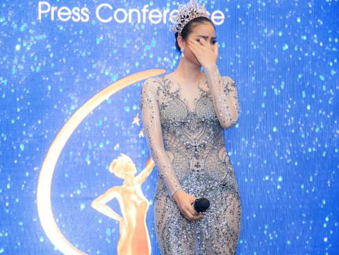Hoa hậu Phạm Hương xúc động khi nhớ lại kỷ niệm cuộc thi Hoa hậu Hoàn Vũ 2015