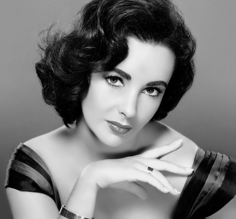 Biểu tượng sắc đẹp Hollywood Elizabeth Taylor
