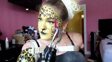 Kaitlyn Dobrow - Beauty Youtuber trang điểm không cần tay
