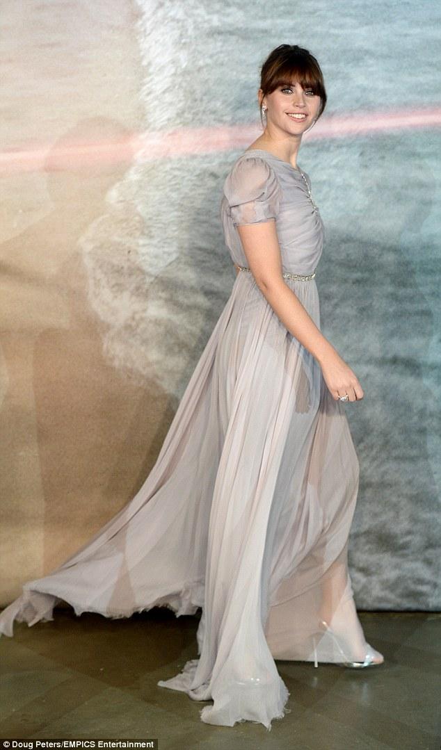 Nữ diễn viên Felicity Jones trong chiến dịch quảng bá phim Rogue One: Star Wars - 02