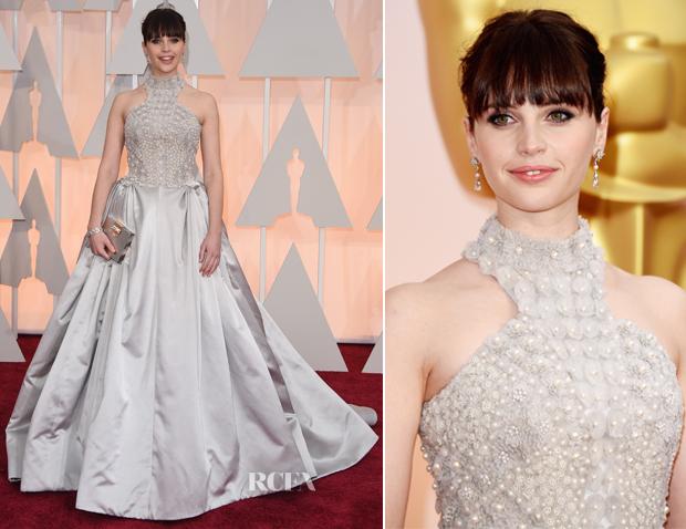 Nữ diễn viên Felicity Jones xuất hiện tại lễ trao giải Oscar.