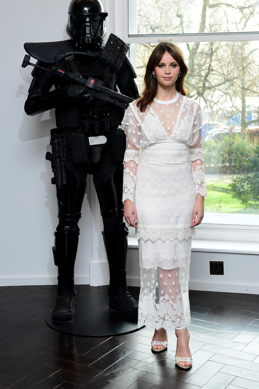 Nữ diễn viên Felicity Jones trong chiến dịch quảng bá phim Rogue One: Star Wars. - 04
