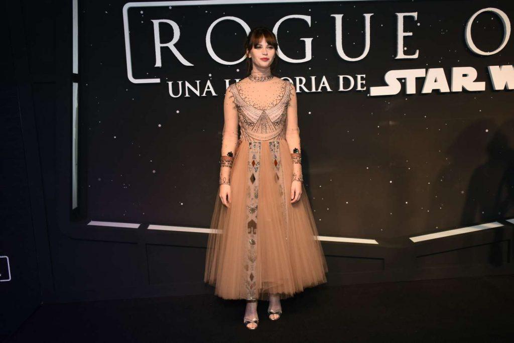 Nữ diễn viên Felicity Jones trong chiến dịch quảng bá phim Rogue One: Star Wars.