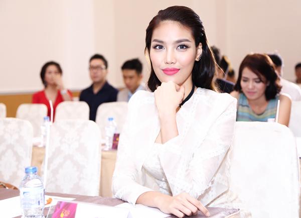 Các cuộc thi vinh dự được người đẹp Lan Khuê làm giám khảo ELLE VN