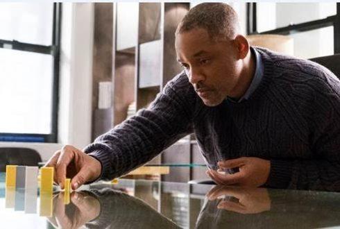 Will Smith thuyết phục, cuốn hút với vai diễn người bố mất con Howard giàu cảm xúc.