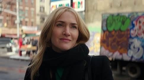 Vai diễn Claire của Kate Winslet phần nào đánh động vào phần cảm xúc sâu thẳm nhất trong lòng nhiều khán giả.