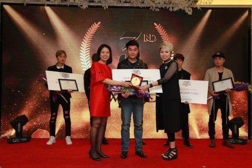 Thí sinh Ngô Thành Kiên với bài dự thi Sa mạc nắng giải 3