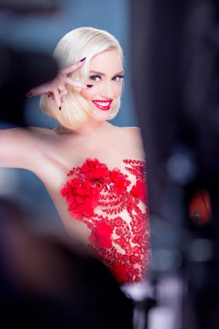 Gwen Stefani trở thành đại sứ mới của Revlon