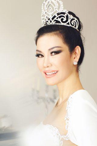 Á hậu Áo dài Việt Nam tại Mỹ 2016 Valencia Trần: