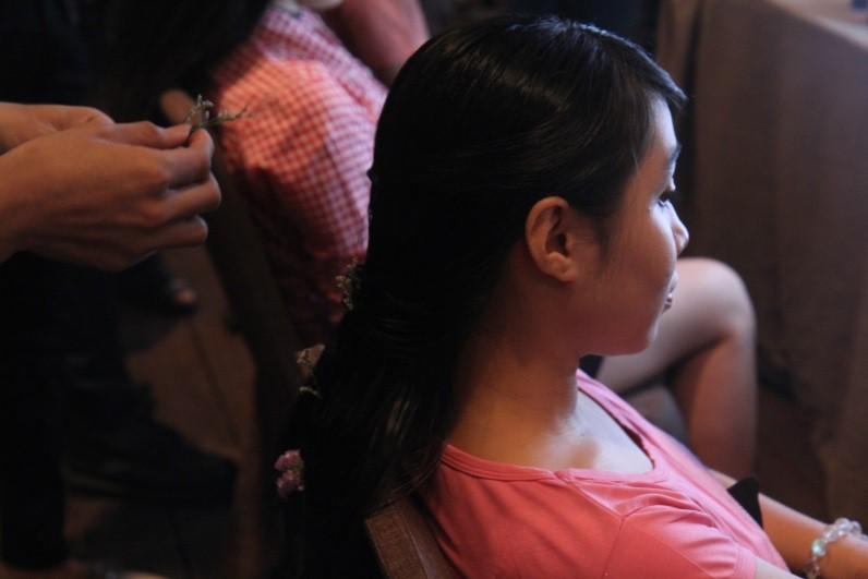 """Các cô gái Sài Thành nói gì về ngày hội """"Lạc trong men hoa"""" ELLE VN"""