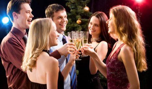 4 nguyên tắc giao tiếp cần lưu ý khi tham dự buổi tiệc cuối năm