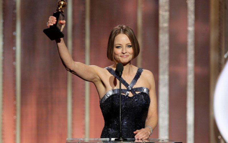 Jodie Foster lên nhận giải Quả Cầu Vàng.