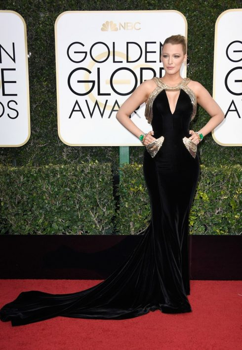 Blake Lively trong thiết kế của Versace