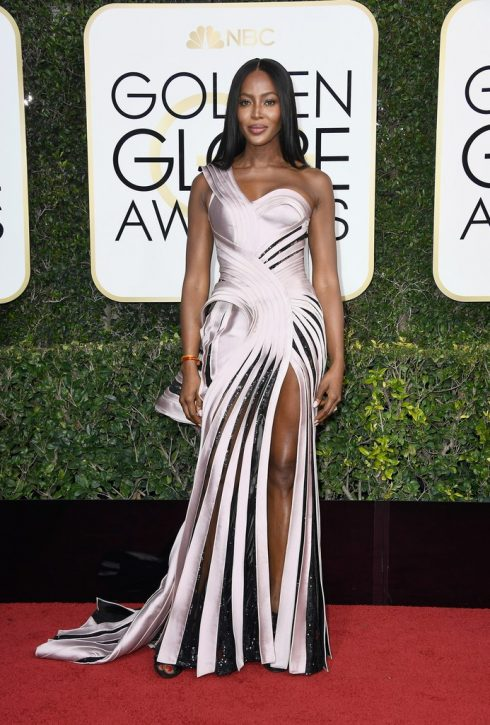 Naomi Campbell trong thiết kế của Versace